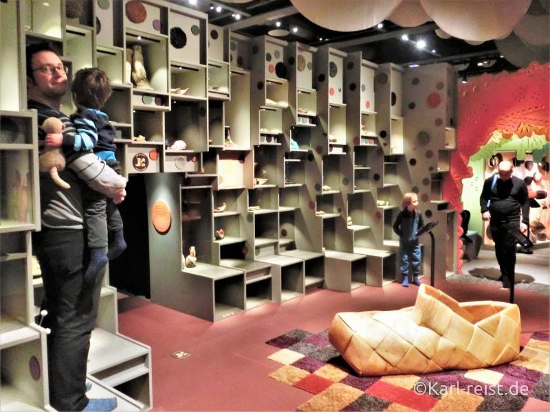 Schuhe der Welt im Museum of World Culture Museum der Kulturen der Welt Göteborg Sehenswürdigkeit