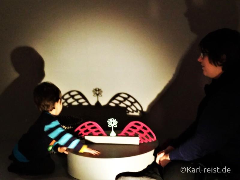 Schattenspiele im Museum of World Culture Museum der Kulturen der Welt Göteborg Sehenswürdigkeit