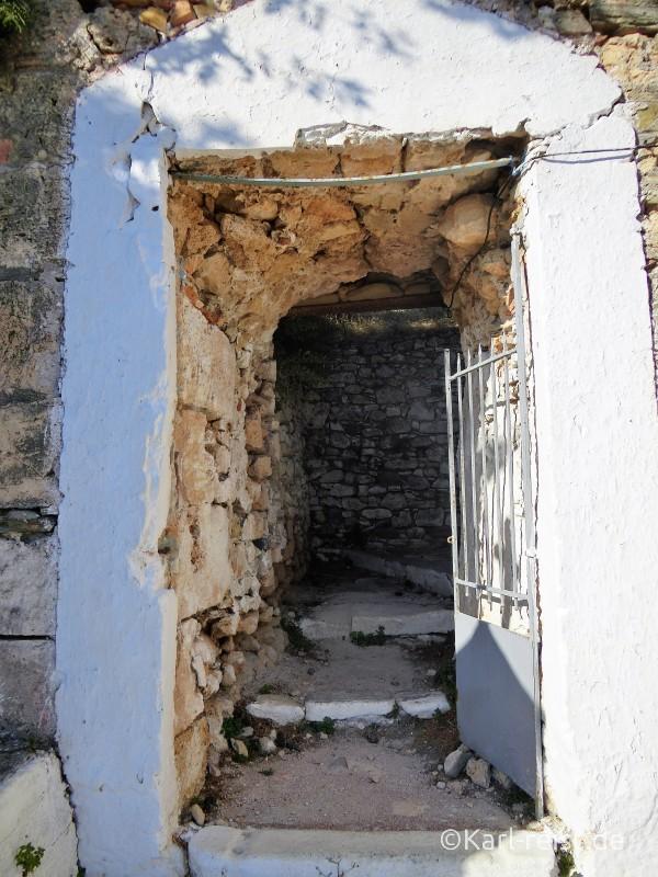 Treppe zur Burg bei der Kirche St. Eleistria