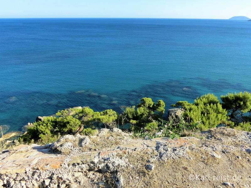 Ausblick vom Friedhof übers Meer