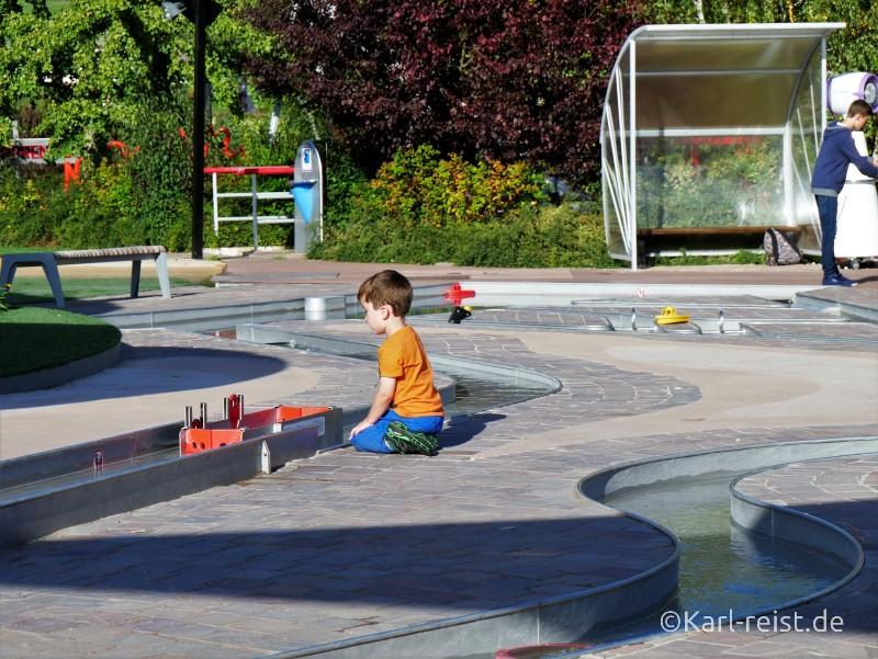 Futuroscope Spielbereich Wasserwege Boote Poitiers Frankreich