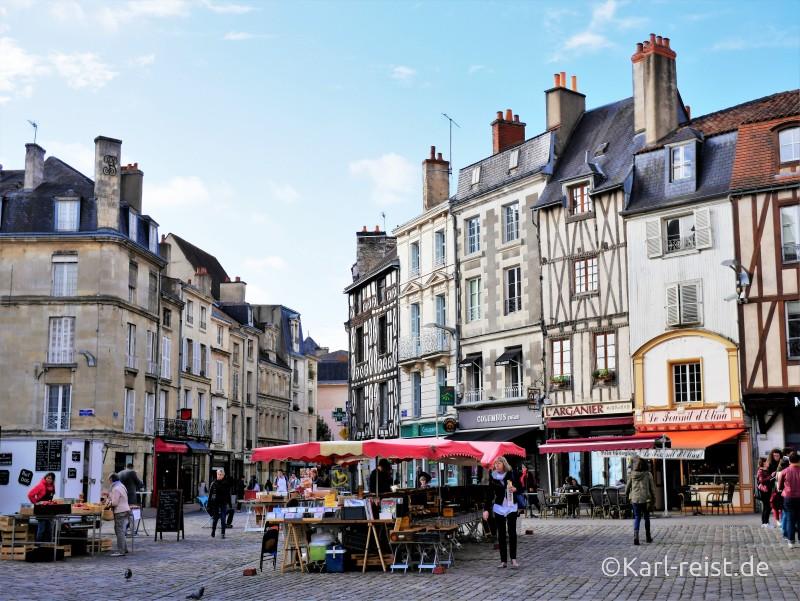 Marktplatz Notre Dame Kirche