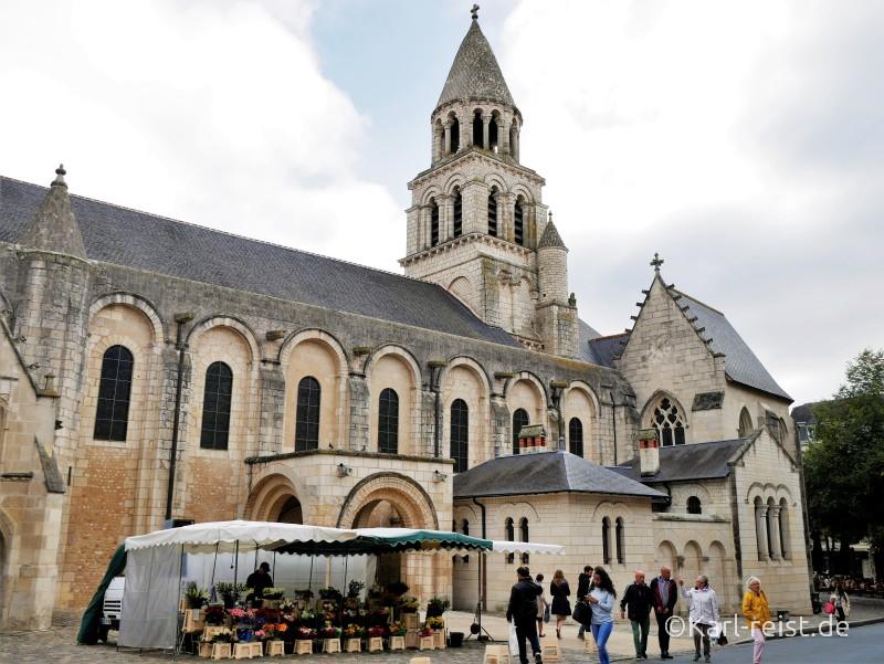 Notre Dame la Grande de Poitiers Kirche Markt