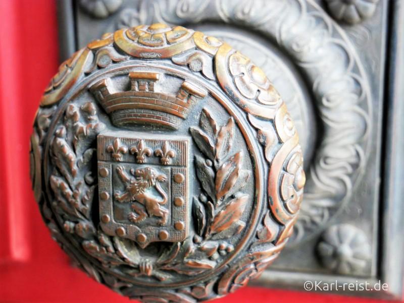 Türknauf mit Poitiers Wappen im Rathaus