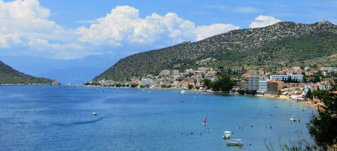 Die touristische Seite der Peloponnes: Tolo und Kandia