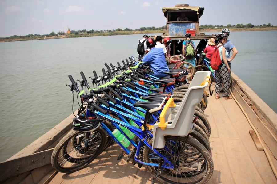 Fahrrad auf Boot Phonm Penh