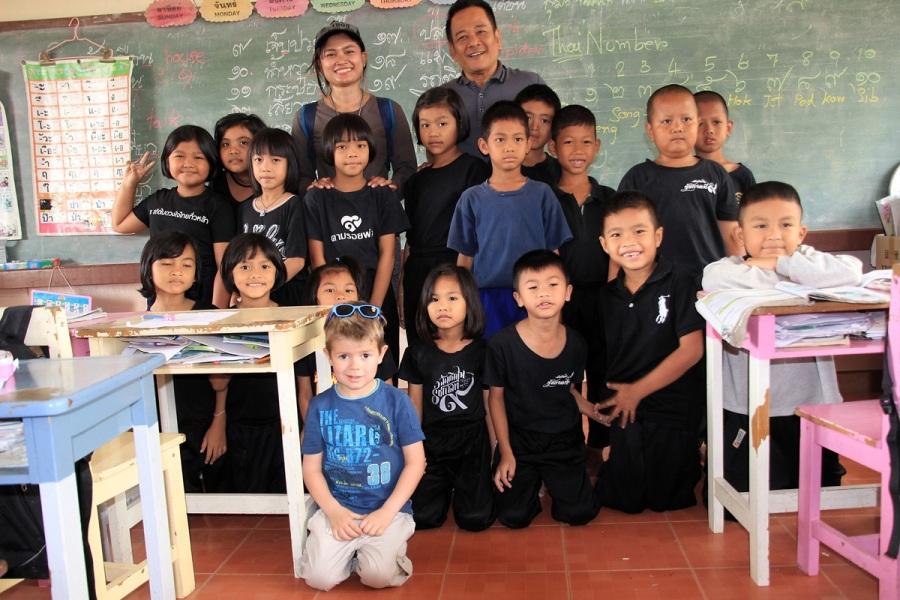 Schüler und Schule in Ayutthaya Thailand