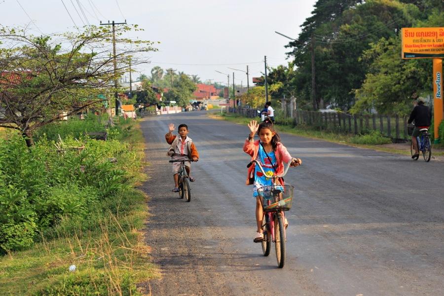 Kind auf Fahrrad Thailand