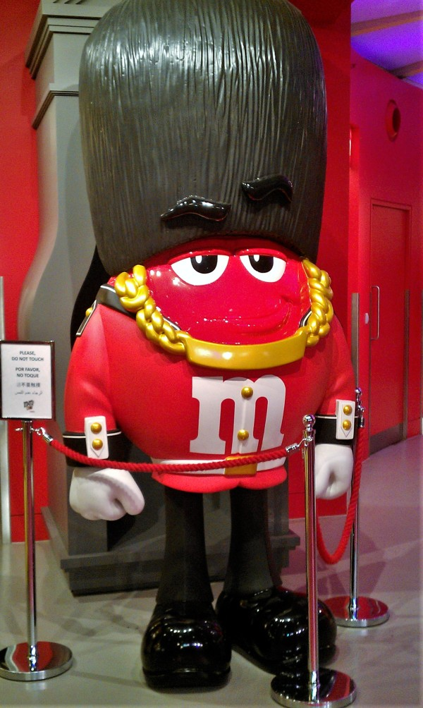 Red im M&M Store