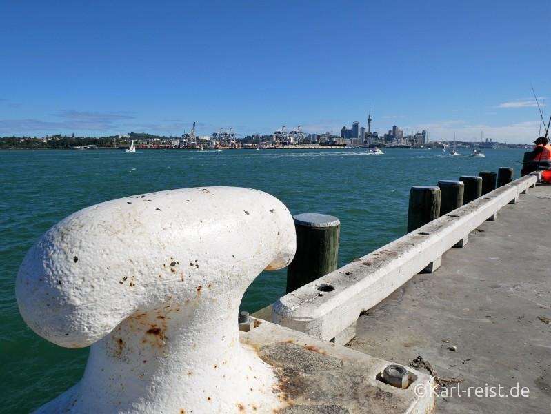 Bild Angler am Pier in Devonport Ferry Wharf Auckland Neuseeland