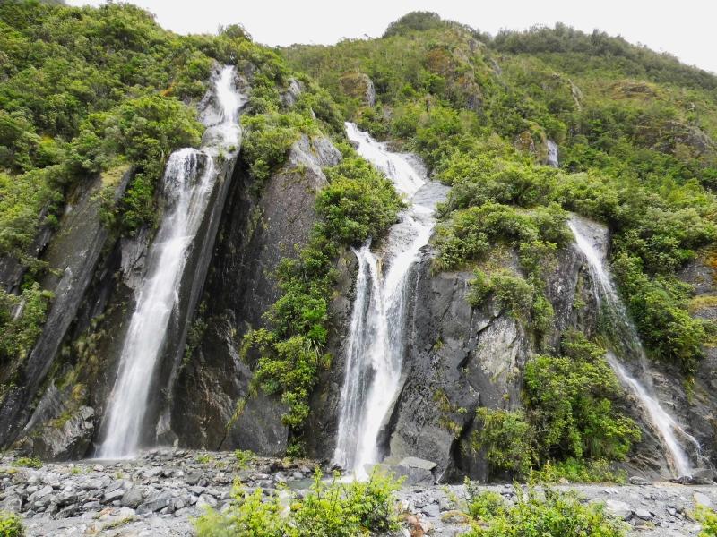 Wasserfälle auf dem Weg zum Franz Josef Gletscher