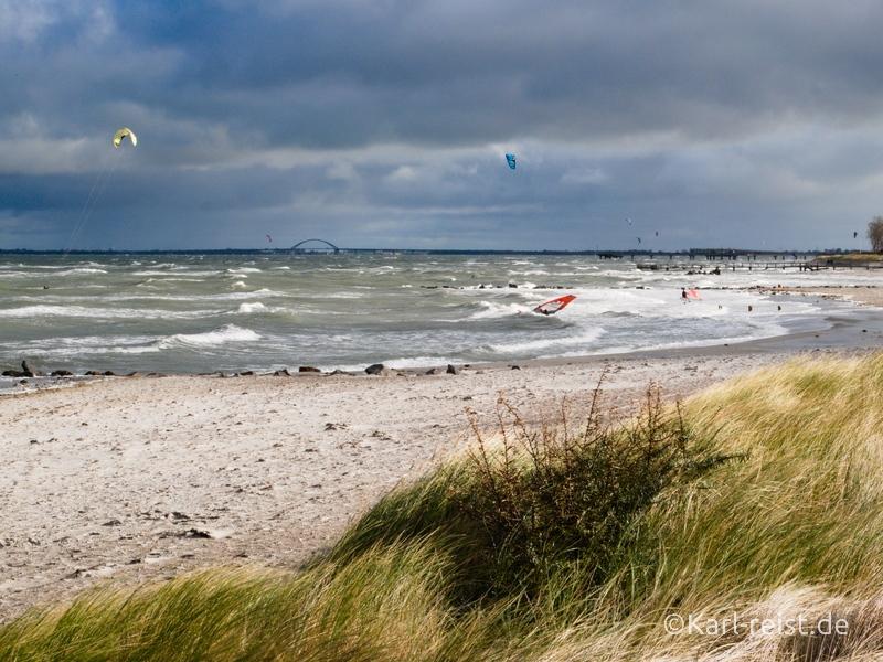 Heiligenhafen Strand beim Sturm Wellenreiter Surfer