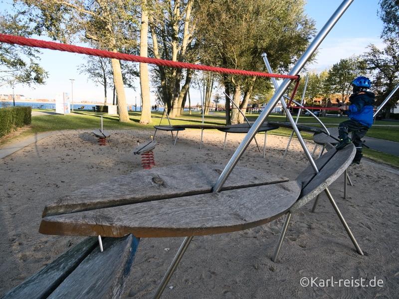 Heiligenhafen Spielplatz mit Surfbrettern