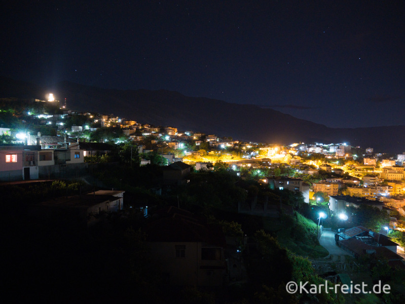 Gjirokaster bei Nacht