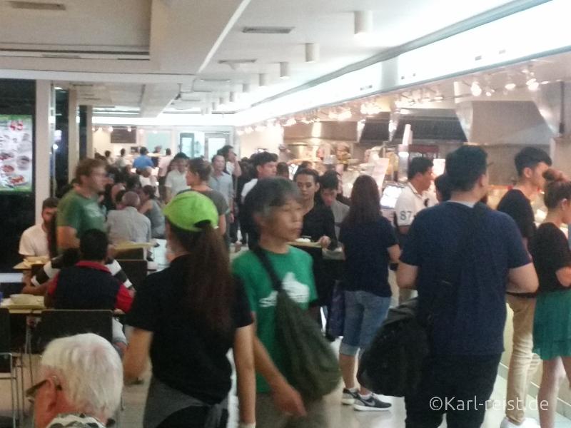 Gedränge im MBK Foodcourt Bangkok