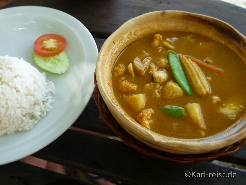 Thai Curry Massamam, Kaeng Kari (gelbes Curry), Kaeng Khiao Wan (Grünes, süßes Curry), Kaeng Phaed (Rotes Curry), Kaeng Phanaeng (mildes Curry)