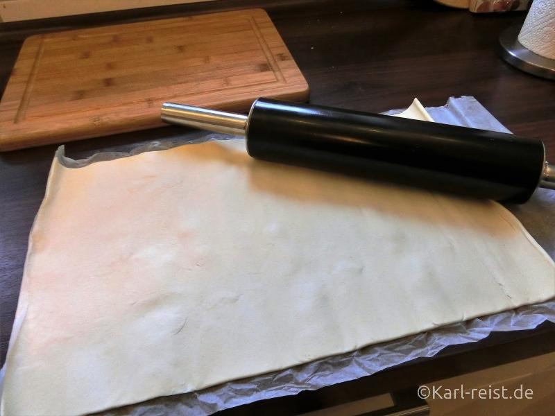 Pastéis de Nata Blätterteig ausrollen